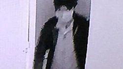 """Camera ghi cảnh hai tên trộm cạy cửa """"cuỗm"""" 200 triệu đồng"""