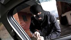 Đại úy công an bị cướp khống chế bằng súng rồi cướp ô tô trong đêm
