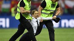 Hình phạt cho nhóm nhạc Nga xông vào phá đám chung kết World Cup