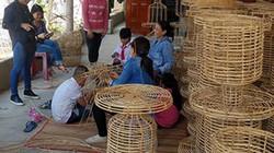 Vay vốn và dạy nghề đan lát giúp đồng bào K'ho sung túc