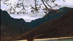 Lạc giữa suối nước nóng lộ thiên cheo leo bên vách núi