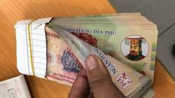 Clip: Đâu chỉ khách Tây, nhiều người Việt đã bị lừa cầm tiền âm phủ