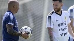 """Bí mật World Cup 2018: Messi """"cãi tay đôi"""" với HLV trưởng Sampaoli"""