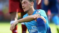 """Mesut Ozil (Phần 1): Gã lười hay nghệ sĩ """"lạc loài""""?"""
