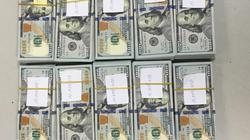 Khách ngoại quốc giấu gần 100.000 USD khi làm thủ tục xuất cảnh