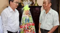 Bí thư Thành ủy TP.HCM thăm và tặng quà gia đình chính sách
