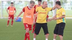"""TIN TỐI (26.7): Thầy Park """"cầm tay chỉ việc"""" cho sao HAGL"""