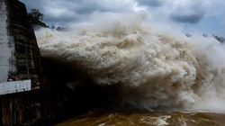 9h sáng mai, thủy điện Hòa Bình lại mở 1 cửa xả đáy