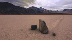 """Khám phá bí ẩn những """"hòn đá ma thuật"""" ở thung lũng chết"""