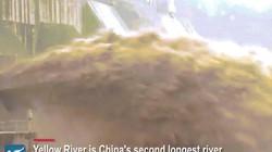 """Cảnh mở đập xả lũ """"rợn người"""" ở Trung Quốc"""