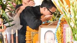 Từ Mỹ trở về, con trai lớn NS Thanh Hoàng khóc nghẹn bên linh cữu bố