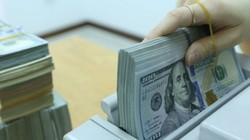 Tỷ giá ngày 1.8: Giá bán USD ngân hàng lập đỉnh mới, USD chợ đen nổi sóng