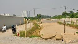 """Ảnh: Ngổn ngang trên tuyến đường đổi bằng 180ha đất """"vàng"""" ở Long Biên"""