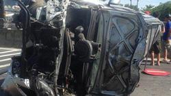 Phá cửa ô tô, giải cứu nhiều người mắc kẹt sau tai nạn