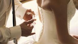 Sốc ngay đêm tân hôn vì chồng lịch lãm bỗng hú hét như người rừng