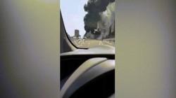 Video: Cầu lửa khổng lồ bùng lên dữ dội từ tai nạn xe bồn ở Italia