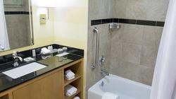 New Zealand: Lắp camera quay lén phụ nữ tắm trong nhà nghỉ rồi đăng lên web đen