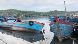 """Quảng Ngãi: """"Nghĩa địa tàu cá"""" ở cảng neo đậu Sa Huỳnh"""