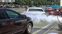 """Tài xế lũ lượt đi rửa xe """"chùa"""" vì vỡ đường ống nước"""