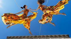 Đu dây nhảy múa giữa lưng chừng tòa nhà cao chọc trời