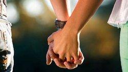 Nắm tay nhau nhiều sẽ giúp các cặp đôi giảm sự đau đớn