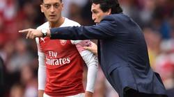 """Trước """"đại chiến"""" với Chelsea, HLV Emery cảnh báo Ozil"""