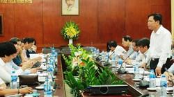 """Bộ trưởng Bộ NNPTNT """"đặt hàng"""" các đại sứ kêu gọi đầu tư nông nghiệp"""