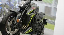 """Suzuki GSX-S1000 và R1000R ra màu """"bạch mã và báo đen"""" cực ngầu"""
