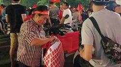 U23 Việt Nam vào bán kết ASIAD, người dân kiếm tiền triệu sau vài chục phút bán cờ