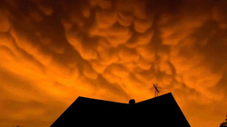 Vẻ đẹp lộng lẫy hay điềm báo đáng sợ của những đám mây vảy rồng?