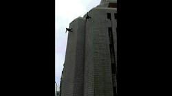 Đài Loan: Lính đặc nhiệm ngã lao đầu từ tầng 6 xuống đất