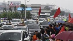 Biển người háo hức chờ đón Olympic Việt Nam