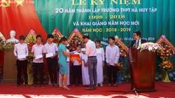 Khai giảng 2018 - 2019:  Báo Dân Việt tặng học bổng cho học sinh nghèo
