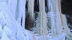 Kỳ quan thế giới: Thác nước đóng băng trong cái lạnh kỷ lục
