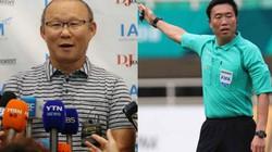 Hoàn cảnh đối lập của thầy Park và trọng tài Kim ngày trở về