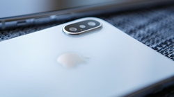 """iPhone 2018 có giá rẻ, iFan sẵn sàng vay """"nóng"""" để mua"""