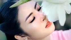 Hoa hậu Ngọc Hân đẹp ngỡ ngàng với loạt ảnh áo dài đính hoa cầu kỳ