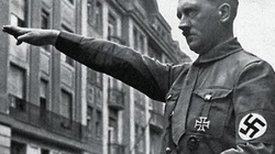 """""""Chơi ngu"""" chào kiểu Hitler, 7 cầu thủ Đức nhận cái kết cực đắng"""