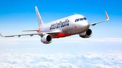 Máy bay hạ cánh khẩn cấp, cứu hành khách bị khó thở