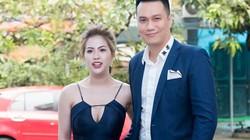 Vợ Việt Anh táo bạo khoe vòng một gợi cảm, sánh vai chồng đi sự kiện