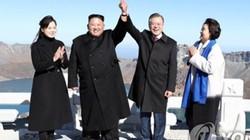 Lãnh đạo Hàn-Triều tay trong tay chinh phục núi thiêng Triều Tiên