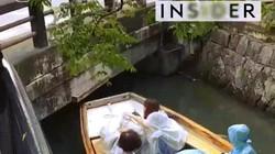 Nhật Bản: Khách phải cúi rạp, người lái nhảy lên cầu khi đi đò vãn cảnh