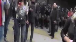 """Nữ phóng viên """"thân Nga"""" bị ném trứng, đánh vào mặt trên sóng TV Ukraine"""