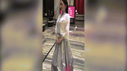 """Khách sạn sang trọng TQ dùng """"thánh nữ"""" robot đón khách"""
