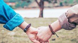 Nhìn thấy cổ tay của con dâu tương lai, mẹ nói một điều khiến tôi do dự cưới