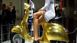 Lóa mắt trước xe ga Vespa dát vàng lá, giá hơn 1 tỷ đồng