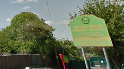 """""""Mẹ mìn"""" cố bắt cóc trẻ em ngoài cổng trường giữa ban ngày"""