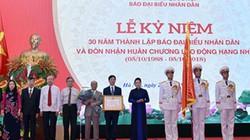 Chủ tịch Quốc hội trao Huân chương cho Báo Đại biểu Nhân dân
