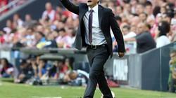 """HLV Valverde nói gì khi trọng tài khiến Barcelona """"chấp người"""" và mất điểm?"""