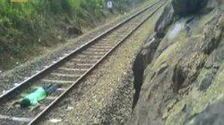 Thanh niên liều mạng nằm trên đường ray thách thức xe lửa